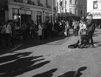 This performer on Shop Street captured the attention of a large group of tourists (Natalie Morningstar, 2015)