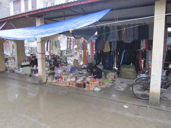 Corner Shop (Lam Minh Chau, 2013)