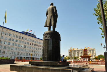 Kalmykia - the place where Lenin is reconciled with Buddhism (Baasanjav Terbish, 2013)