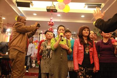 Transcending in one - a Chinese choir in an underground African Pentecostal Church, Guangzhou, China (Yu Qiu, 2014)