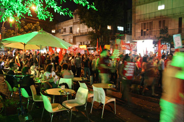 A left wing march passes by onlookers in central Tel Aviv(Fiona Wright, 2014)