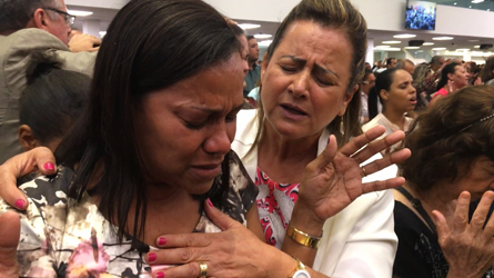 Pastor Elizete prays for a believer at one of ADVEC's church services (Priscilla Garcia, 2017)